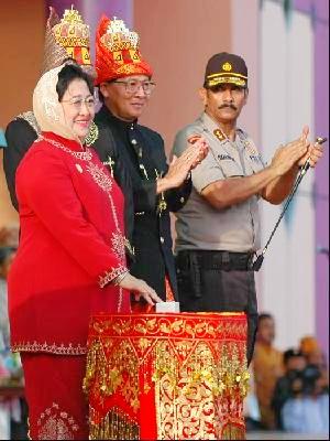 Ibu Mega saat membuka Pekan Kebudayaan Aceh